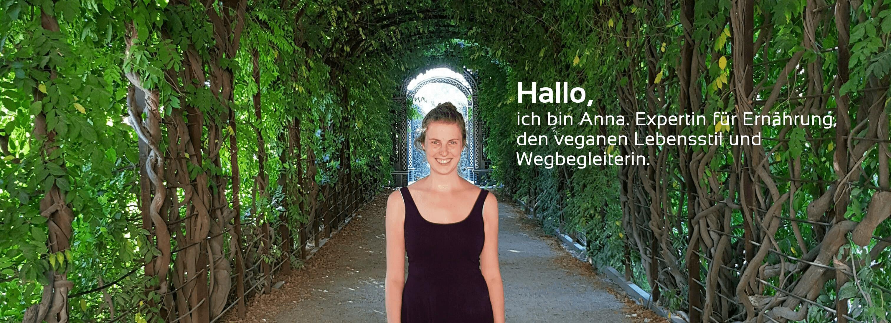 Anna in einem grünen Bogen in Wien